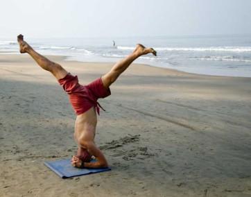 Osoby, które praktykują jogę przeważnie odżywiają się lepiej, bardziej świadomie podchodząc do swoich żywieniowych wyborów. Fot. materiały prasowe