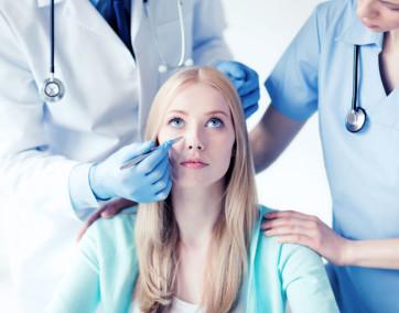 Zabiegi medycyny estetycznej znacząco ingerują w ciało człowieka, dlatego specjalista, który je wykonuje powinien mieć medyczne podejście (fot. Fotolia)