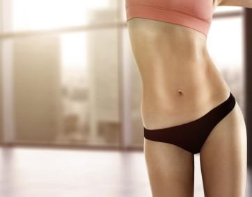 płaski brzuch siłownie trening