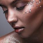 Sylwestrowy look, czyli trendy w makijażu na świąteczny czas