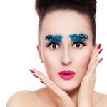 Feathered brows – najmodniejsze brwi w tym sezonie