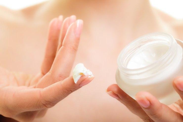 Wybrać mocno regenerujące masło do ciała czy lżejszy krem? / fot. materiały prasowe