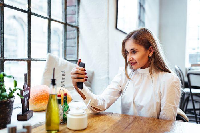 dziewczyna, selfie, restauracja