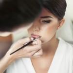 Jak wykonać makijaż ślubny dla cery trądzikowej?