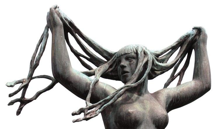 Niezadowolona ze swojego biustu? Nie rwij włosów z głowy! / fot. Pixabay