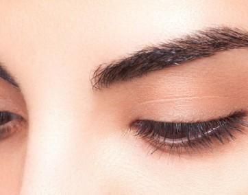 Zadbane brwi to podstawa makijażu / fot. materiały prasowe