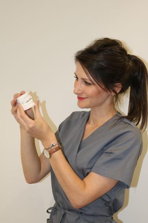 lek. dent. Marta Gibas-Stanek podczas pracy