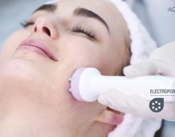 Oczyszczanie twarzy urządzaniem Aquapure