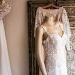 Bukiety ślubne, które idealnie pasują do sukni o kroju rybki