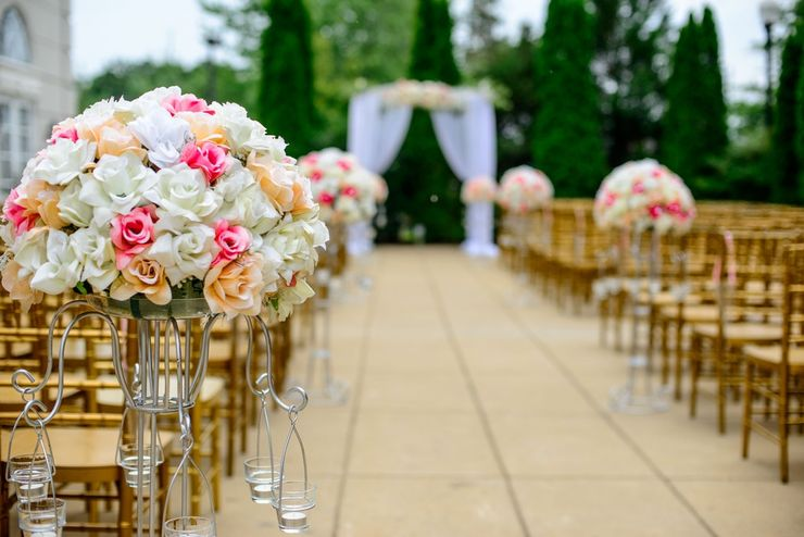 Jakie miesiące są najlepsze na zorganizowanie wesela w ogrodzie?