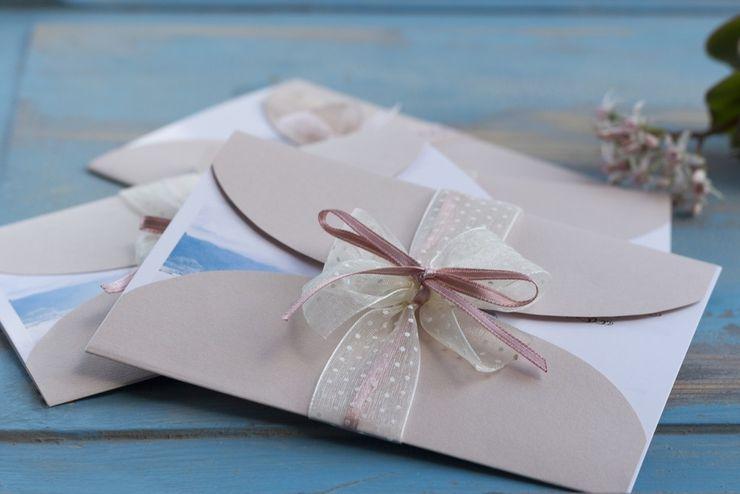 Najlepszym rozwiązaniem jest dołączenie do zaproszeń osobnej karteczki z informacją o przygotowanej liście / for. materiały prasowe