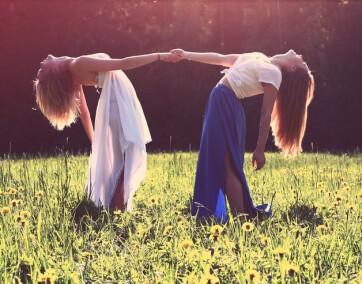 kobiety tańczą