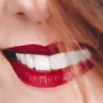 Białe zęby – jak to zrobić?