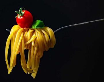 spaghetti z suszonymi pomidorami - przepis