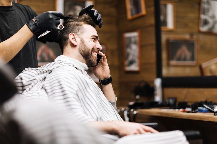 Barber tez powinien mieć dobrej jakości peleryny / fot. materiały prasowe